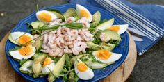 Rekesalat med egg – Berit Nordstrand Small Meals, Cobb Salad, Cantaloupe, Healthy Recipes, Meal Recipes, Healthy Food, Sushi, Food And Drink, Eggs