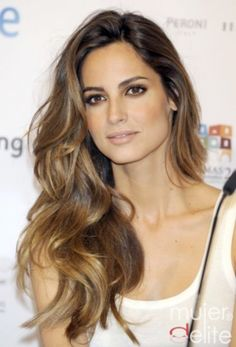 However a few understated hints of Brunette Balayage can make even the healthiest head of hair look in better condition than ever.brunette balayage can show the beauty of the natural chocolate . Balayage Brunette, Hair Color Balayage, Brunette Hair, Balayage Highlights, Brunette Highlights, Brown Balayage, Caramel Balayage, Caramel Hair, Caramel Highlights