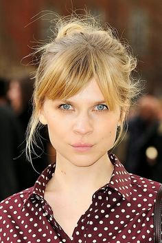 Le-Fashion-Blog-17-Hairstyles-With-Bangs-Best-For-Your-Face-Shape-French-Style-Up-Do-Clemence-Poesy-Via-Style-Bistro.jpg (518×776)
