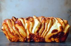 Pepperoni Pizza Pull-Apart Bread