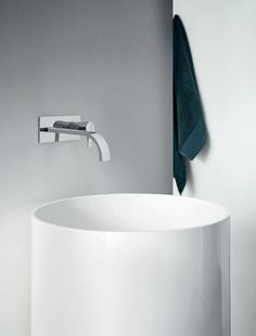 Download the catalogue and request prices of Ovvio | freestanding washbasin By nic design, freestanding round ceramic washbasin, ovvio Collection