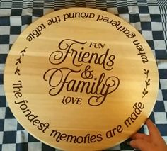 Lazy Susan project idea for cutting machines like Cricut and Silhouette – Diy Gifts For Friends Wood Projects That Sell, Small Wood Projects, Art Projects, Diy Lazy Susan, Laser Engraved Gifts, Susan Friends, Friends Family, Laser Cutter Projects, Diy Gifts For Friends