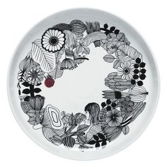 The Oiva/Siirtolapuutarha platter is the ideal size for serving a colorful legume salad, roast, or birthday cake for your favorite friend. Sami Ruotsalainen designed the elegant platter and Maija Louekari's wondrous Siirtolapuutarha garden drawing decorat Marimekko, The Home Edit, Home Catalogue, China Painting, Ceramic Painting, Teller, Serving Platters, Good Company, Accessories Shop