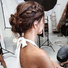 Peinados molones para comenzar el día! . . #invitada #invitadas #invitadaboda #invitadasboda #invitadaconestilo #invitadasconestilo #lookinvitada #lookboda #boda #bodas #wedding #weddingguest #guest #style #novia #novias #noviasconestilo #noviaperfecta #bride #brides #bridal #hairstyle #peinado #peinados #trenza #trenzas #peluqueria