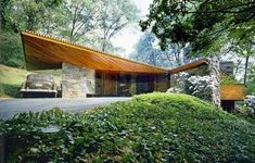 a Frank Lloyd Wright Usonian example: Roland Reisley house, completed in in Pleasantville, NY. Architecture Design, Organic Architecture, Residential Architecture, Amazing Architecture, Usonian House, Frank Lloyd Wright Homes, Beton Design, Casas Containers, Modernisme