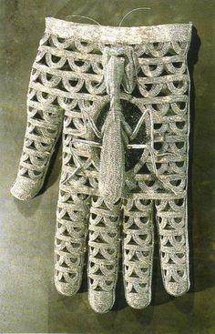 Walter Oltmann, Mantis, Wire, 90 x 33 x 40 cm. Marlene Dumas, South African Art, Africa Art, Contemporary Artists, Fiber Art, Sculpting, Weaving, Old Things, Hands