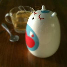 i've been dying to own a little critter by Camila Prada for some time now. She recently came out with a new line and I just adore this sugar dispenser.