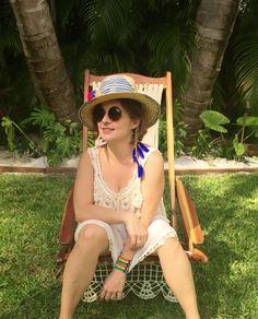 Vestido de crochet tejido a mano por artesanos cubanos, sombrero y pulsera wayuu hechos a mano por artesanos Venezolanos y aretes de plumas azules! #modalocal #hechoamano #sombrerowayuu #colores #trend #trendy #estilo #comerciojusto #compralocal #bohemio #artesanal #crochet #siguenosenfacebook Hand knitted dress handmade by cuban artisans, wayuu hat an bracelet handmade by Venezuelan artisans and blue feather earrings!  #localstyle #localtalent #fairtradefashion #wayuuhat #wayuustyle…