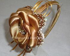 Tiaras De Luxo Pérolas e cetim dourada                                                                                                                                                      Mais