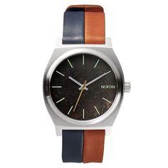 Herrenuhr von Nixon mit auffälligem Armband https://www.uhrcenter.de/uhren/nixon/herrenuhren/nixon-time-teller-navy-saddle-herrenuhr-a045-1957/