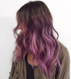 Brown And Pink Hair, Light Purple Hair, Brown Ombre Hair, Lilac Hair, Hair Color Purple, Brown Hair With Highlights, Brown Hair Colors, Lavender Highlights, Dark Colors