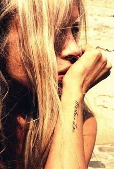 J'adorerais me faire tatouer une phrase au même endroit peut être un peu plus long
