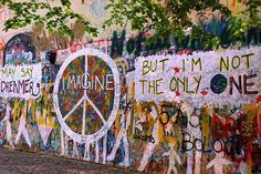 Love this Imagine graffiti of the Beatles, I will use it for my header on twitter