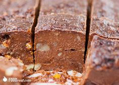 Easy & No Bake Protein Fudge Recipe. 5 ingredients, comes together in minutes, satisfies the craving without the guilt. No added sugar and full of protein.