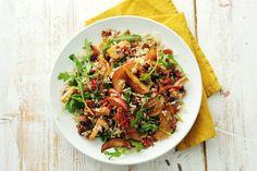 Notenrijstsalade met appel, chorizo en champignons Chorizo, Salad Recipes, Healthy Recipes, Good Food, Yummy Food, Veggie Dishes, Lunches, Pasta Salad, Dinner Recipes