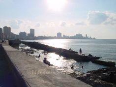 Malecón and the atlantic ocean Habana