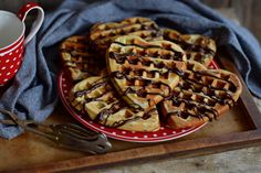 Csokis-banános gofri bögrésen | Rupáner-konyha Waffles, Pancakes, Biscuits, Cupcake, Sweets, Eat, Breakfast, Food, Crack Crackers