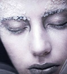 .Another frozen subject died a frozen death for disobeying evil Snow Witch, Cintera.