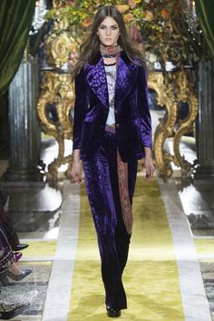 See the complete Roberto Cavalli Fall 2016 Ready-to-Wear collection.