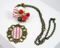 Necklace pendant medaillon sparrow vintage style by piabarile, $24.00
