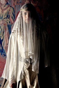 Example of a century wedding dres. Isabel I, Catherine Of Aragon, Movie Costumes, Shows, Historical Costume, Middle Ages, Character Inspiration, The Dreamers, Veil