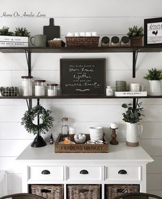 Best Home Coffee Bar Ideas for All Coffee Lovers Coffee Bars In Kitchen, Coffee Bar Home, Home Coffee Stations, Coffee Corner, Coffee Area, Coffe Bar, Kitchen Shop, Kitchen Dining, Kitchen Decor