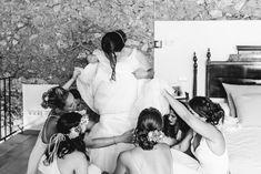 Vestido de novia © SEÑOR Y SEÑORA SMITH Couple Photos, Couples, Buen Dia, Bridal Gowns, Boyfriends, Wedding, Majorca, Couple Pics, Couple Photography