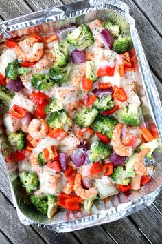 Fargerik fiskeform med baconostsaus - på grillen - LINDASTUHAUG Colorful fish form with bacon cheese sauce - on the grill . Pasta Salad, Cobb Salad, Scampi, Healthy Salad Recipes, Healthy Foods, Cheese Sauce, Clean Eating Recipes, Vegetable Pizza, Bacon