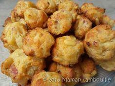 Des petits cookies apéritifs qui changent un peu des traditionnels biscuits secs. Avec leur petit goût d'oignons confits, de poitrine fumée et des pignons de pin, ces cookies sont à craquer.