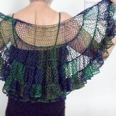 Ravelry: Sophia's Shawl pattern by Margaret Zellner  Ruffle yarn. Zou dit kunnen op breiringen?
