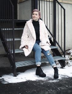Baby Pink Fur Jacket   http://lauantaimurhetytto.blogspot.fi/2014/11/she-wears-my-favorite-color-every-day.html