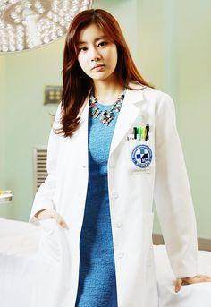Kang Sora as Dr Oh Soo Hyun in Doctor Stranger 2014 Kang Sora, Park Jin Woo, Doctor Stranger, W Two Worlds, Female Doctor, Woman Doctor, Korean Star, Kdrama Actors, Korean Actors