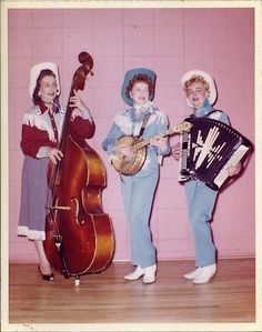 Love these stylish vintage Western singers! #vintage #cowgirl #Western #musicians