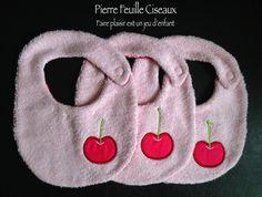 Bavoirs pour bébé - rose - cerise brodée