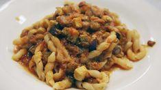 Busiate con sugo di pesce spada e melanzane, ricette siciliane per primi piatti