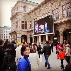 Sabéis que en la Ópera de #Viena se transmite en tiempo real en una pantalla la obra que representan?. #Viajar #Austria