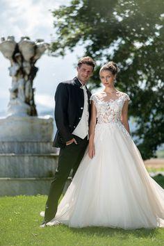 moderne Trachtenhochzeit im klassischen Stil Lace Wedding, Wedding Dresses, Elegant, Fashion, Dress Wedding, Wedding Bride, Classic Style, Wedding Dress Lace, Gowns