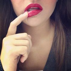 RED. Kate Moss lipstick. No smudge.