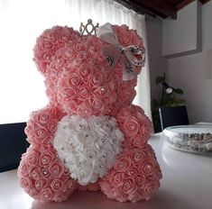 Peach and white rose teddy bear Valentine's Day gift Bear Valentines, Valentines Day Greetings, Valentines Day Dinner, Valentine Day Gifts, Aesthetic Roses, Teddy Bear Gifts, Foam Roses, Fiesta Party, Amazing Flowers