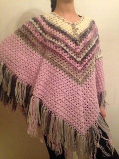 Poncho triángulo personalizado cabo crocheté por UniqueGiftLand
