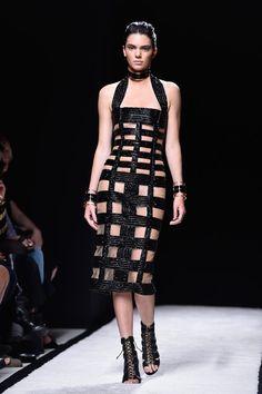 Pin for Later: Kendall Jenner herrscht über Paris... und den Rest der Fashion Weeks In der Tat: Sehr viel Haut