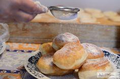 Plăcinte și gogoși cum face mama, făcute chiar de mama (a lu' adi hadean) Sweet Pastries, Cakes And More, Crepes, Bagel, Doughnut, Baked Goods, Deserts, Rolls, Vegetarian