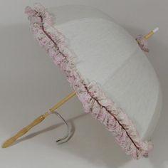 Ombrelle La Majesté. Protection du soleil sous le charme d'une ombrelle à l'ancienne. Fabrication française.