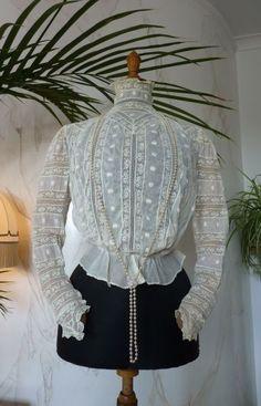 Edwardian Embroidered White Inset Lace Blouse, ca. Edwardian Clothing, Edwardian Dress, Antique Clothing, Historical Clothing, Edwardian Era, 1900s Fashion, Edwardian Fashion, Vintage Fashion, Vintage Dresses