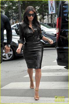 Kim Kardashian Wears Tight Leather Dress for Pre-Wedding Shopping!: Photo Kim Kardashian rocks a sexy leather dress to do some pre-wedding shopping at l'Avenue on Thursday (May in Paris, France. Leather Dresses, Leather Skirt, Kim K Style, My Style, Girl Fashion, Fashion Outfits, Womens Fashion, Leder Outfits, Kardashian Style