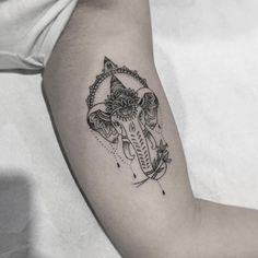 tatuajes de ganesha en mujeres delicados