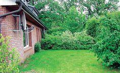 Eine typische Ecke im Garten, die bisher vernachlässig wurde. Aber auch diese lässt sich attraktiv gestalten.