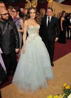 Who makes Sarah Jessica Parker's long strapless dress that she wore to the 2009 Oscars?