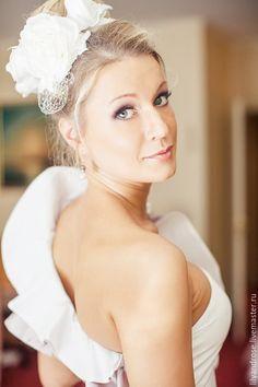 Свадебный ободок. Свадебная шляпка - купить или заказать в интернет-магазине на Ярмарке Мастеров - BNRG3RU. Москва | Свадебный ободок с шелковыми розами с вуалью .