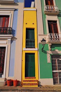 La Casa Estrecha in Old San Juan, Puerto Rico one of the World's Narrowest Homes  La casa mas estrecha en el viejo San Juan luce un amarillo brillante, estas casas son pintadas con frecuencia y la mayoría son cuidadas con esmero